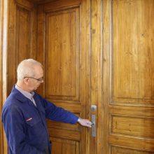 Renowacja szkolnych drzwi